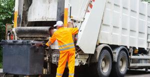 Skraldebil og renovationsarbejder