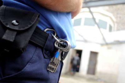 Fængselsbetjenten udfører den vigtige funktion at gøre fængslet - og Danmark - sikkert.