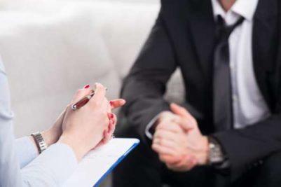 En pyskologs funktion er gennem samtale at stille sig ind på en diagnose - og hjælpe patienten til at blive psykisk helbredt