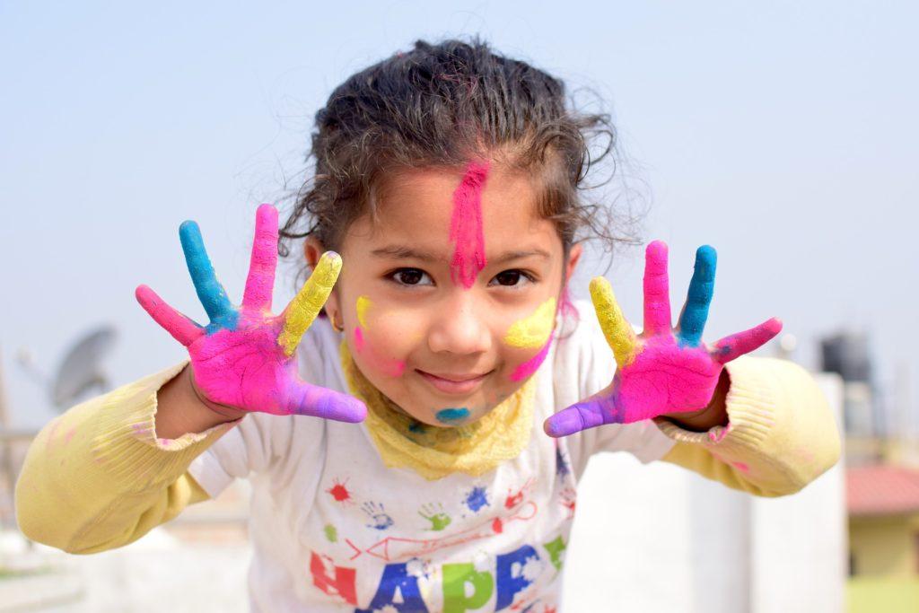 børn barn leg maling farver