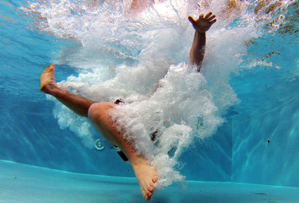 livredder liv pool svømning Moerschy/Pixabay