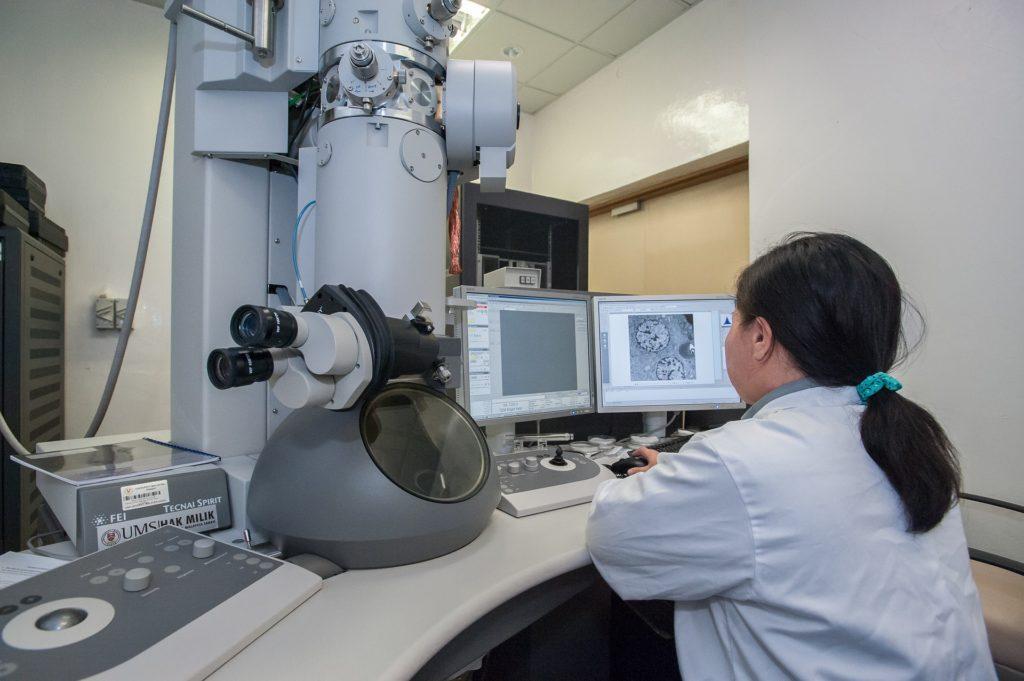 forsker akademisk mikroskop videnskab