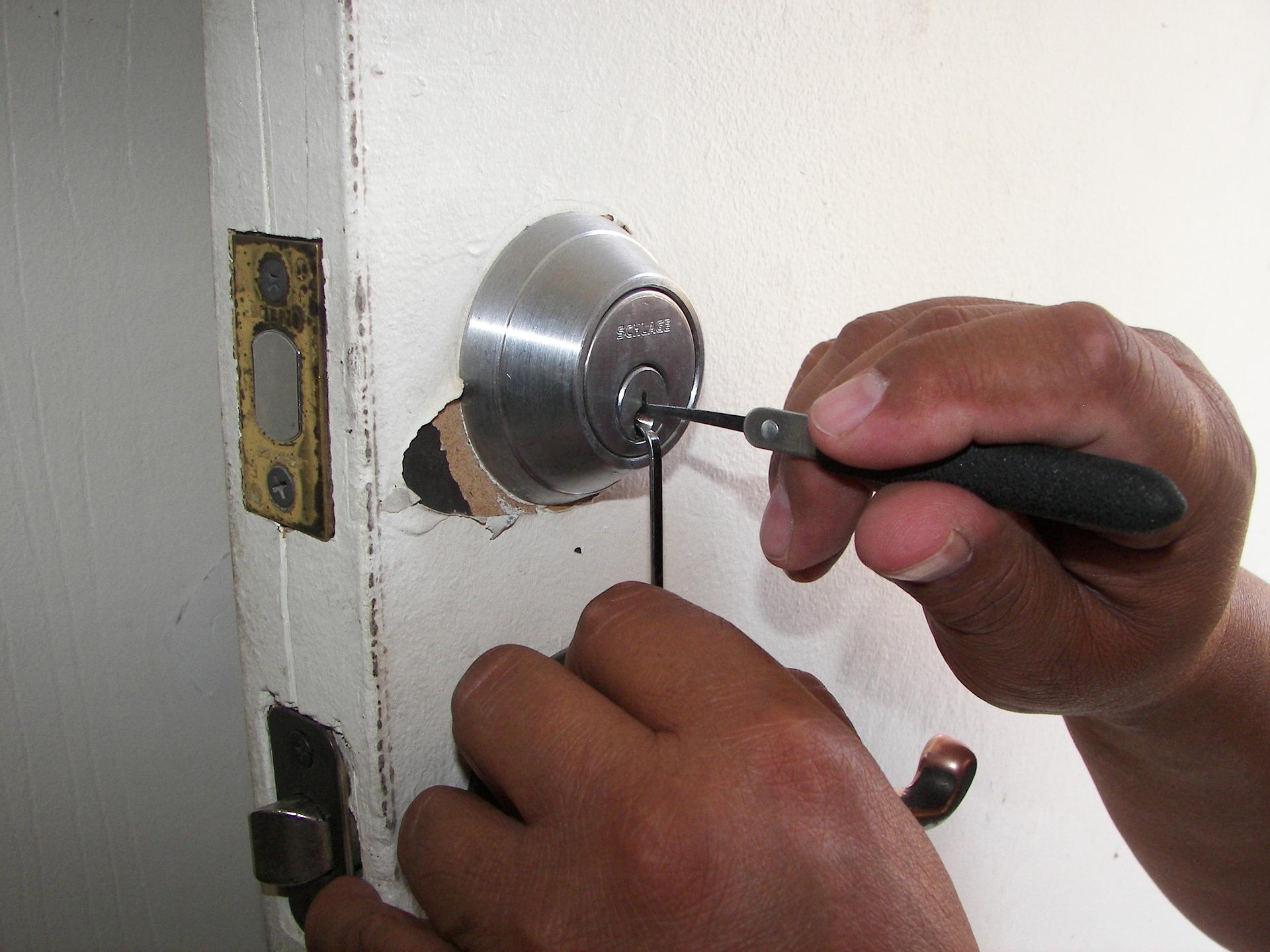 lås låsesmed nøgler