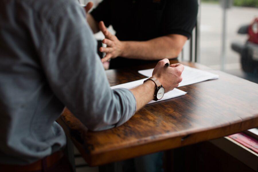 konsulent jobkonsulent samtale skrivebord